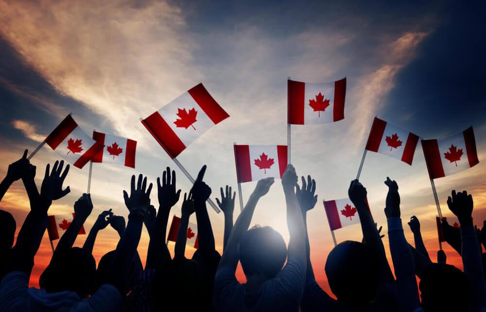Son pocos los países que cuentan con una política de estado abierta a la recepción de inmigrantes y Canadá es uno de ellos, este país, acepta cada año la entrada controlada de 250 mil extranjeros aproximadamente.